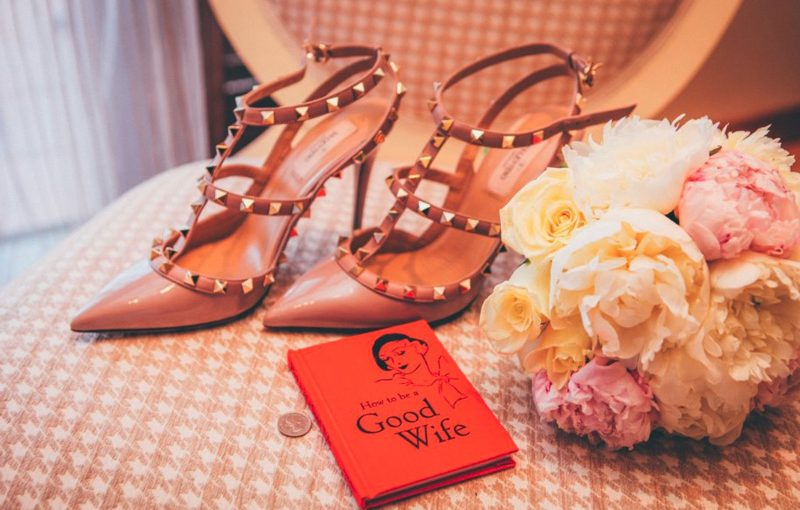 Choosing-the-Right-Wedding-Shoes-and-Accessories